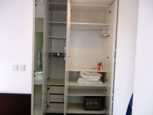 ベッドルームにある収納スペース