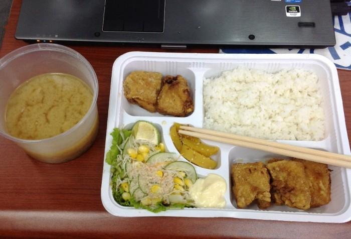 じぇじぇもんのデリバリーランチ「鶏の唐揚げ弁当、一度食べてみてください。感動ものです」