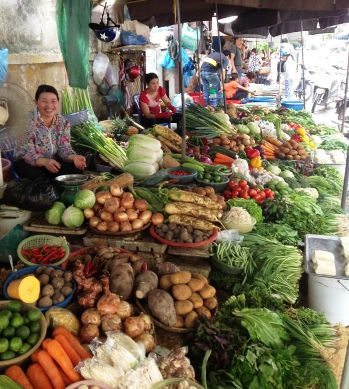 リンラン市場の野菜売り場「毎日新鮮な近郊農家の野菜が届きます」