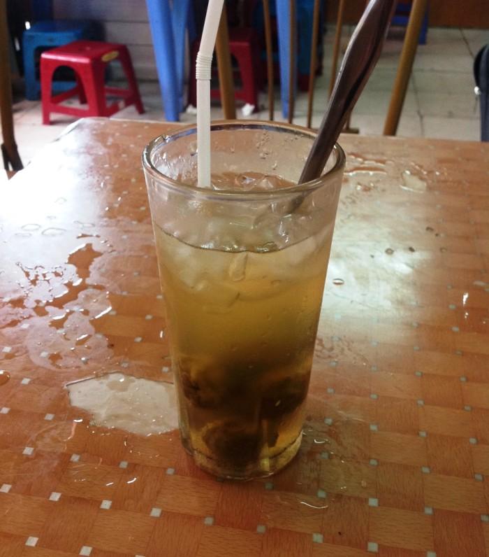 ハノイ名物「Sau Da」。梅酒のような酸っぱくて甘い飲み物。美味しいですよ!