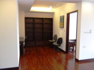 リビング奥に書斎スペースがあるのが特徴です