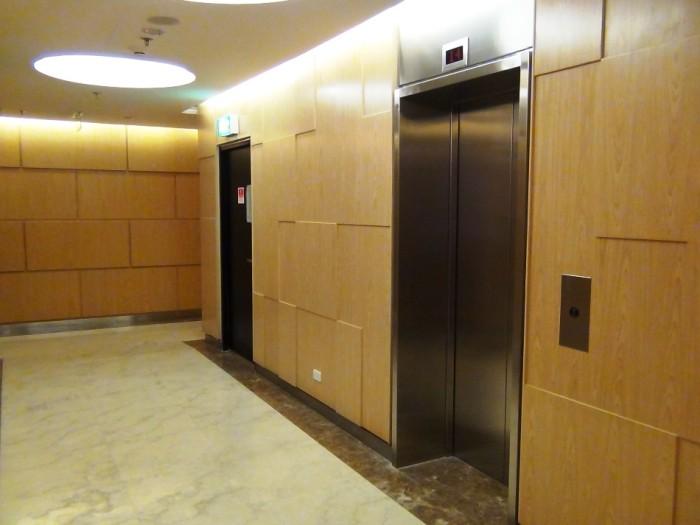 31階のペントハウス専用フロア「総木目張りで仕上がっています」
