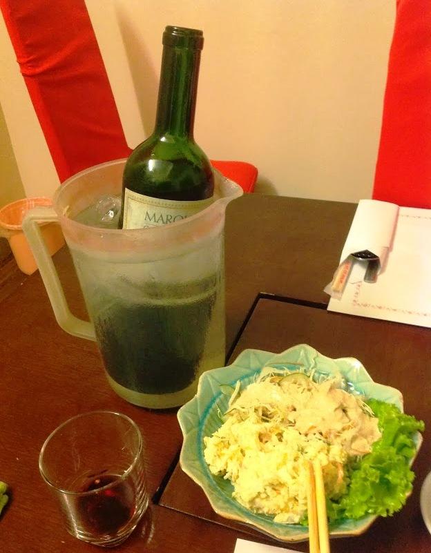 ワインの持ち込みもOK「家で飲んでもアテ不足で悪酔いしてしまいますからね」