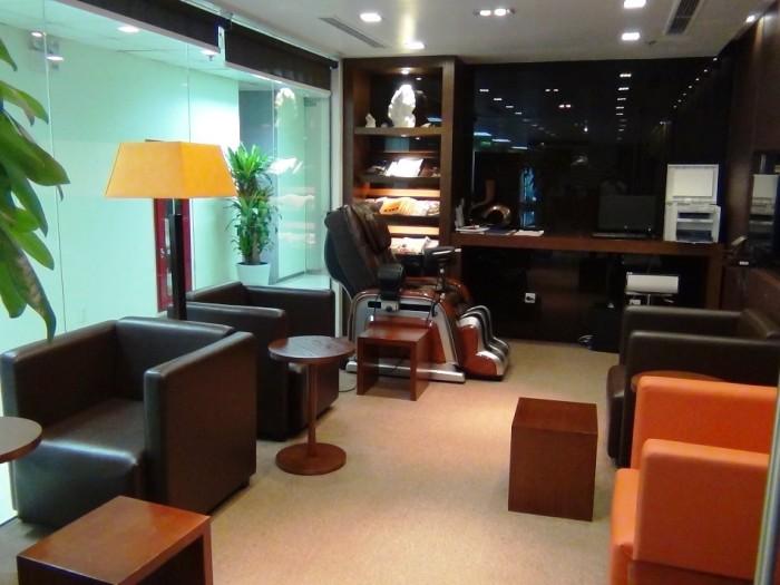 レンタルオフィス契約があれば、自由に利用できる商談スペースです