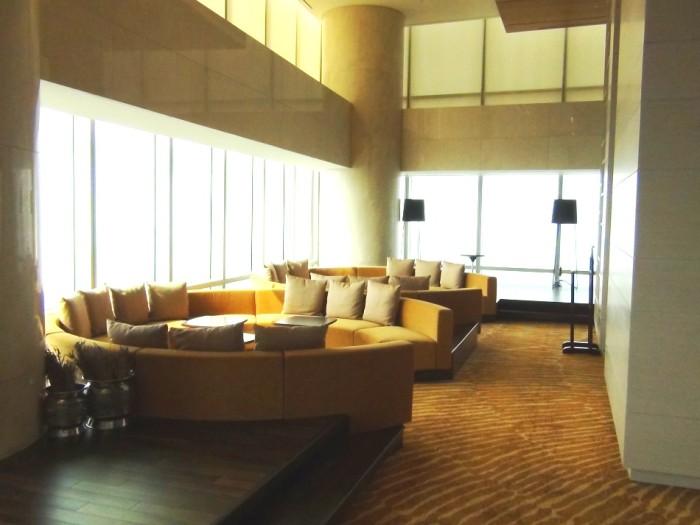 38階にある共有スペース「ゆったりとした広い1フロアに高層階からの眺めを楽しみながらくつろいでいただけます。お子様のプレイルームもここにあります」