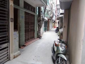表の通りから1本中に入った道の先にある24_1 Tran Quy Kien【新築】