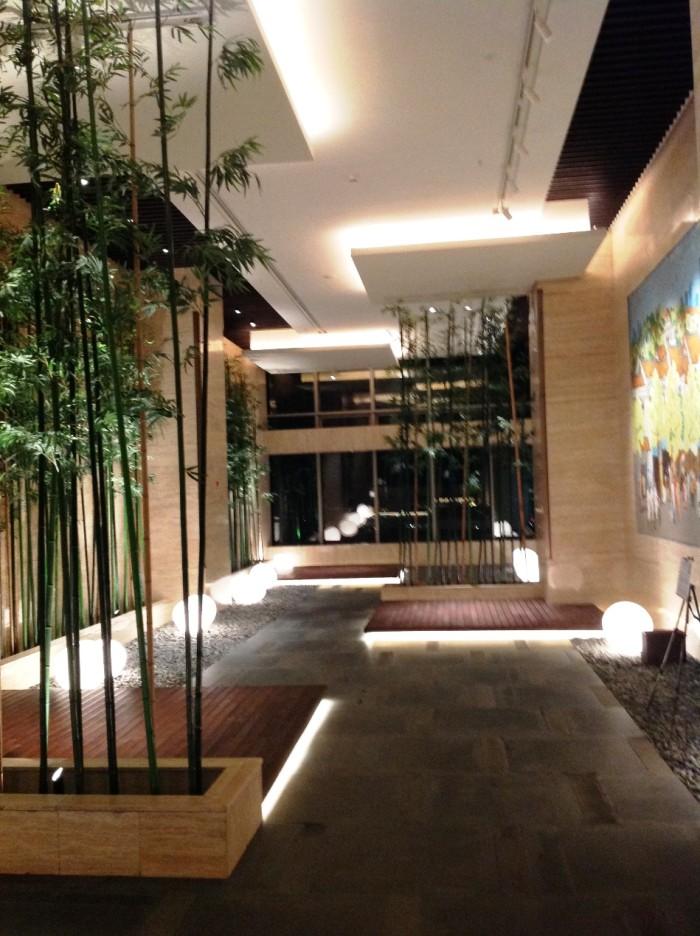 38階フロアはホテルとサービスアパートが繋がっています。丁度その中間点にある意匠っぽいデザインの空間があります
