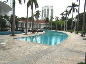 敷地内プールの周りは遊び場スペースがたくさんあります
