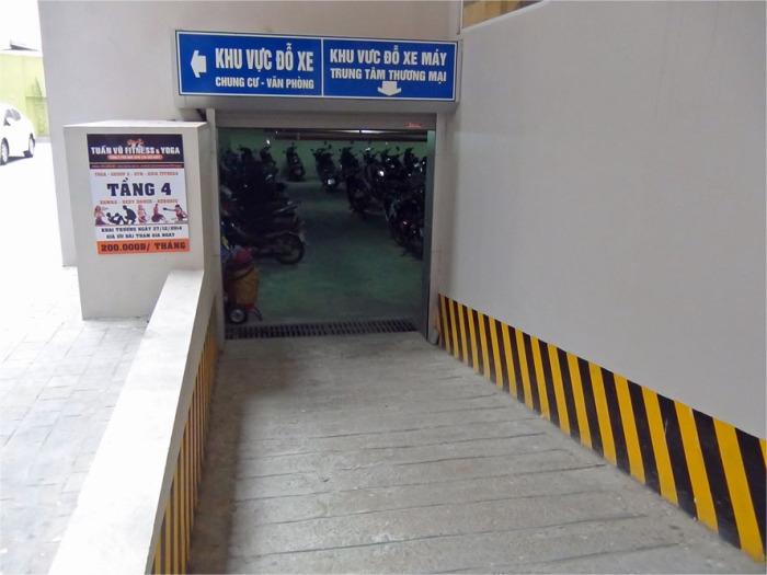 地下一階にはバイク、自転車の駐輪場があります