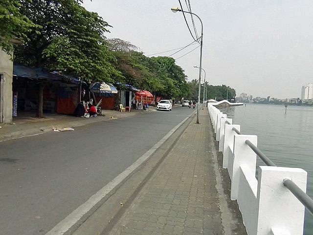 湖面を渡る風を感じながら散歩やツーリングを楽しむことができるエリアが「タイ湖東岸」です