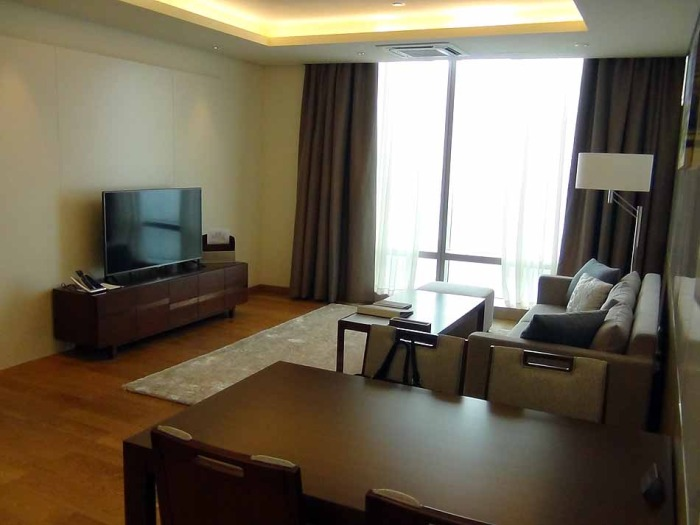 テレビ、ソファーセット、ダイニングテーブル、ソファー絨毯、リビングのピンポイントライトなどが標準装備です