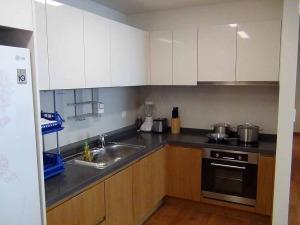 キッチンの仕様「ビルトインオーブンから1口の広いキッチンシンクが便利です」