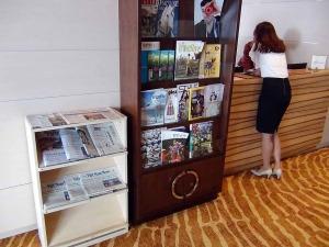 38階の共用スペース「各種新聞も置いています」