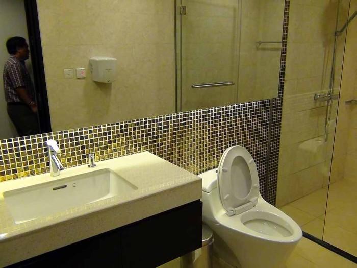 VIPの為だけのトイレ(シャワー付き)も用意されています
