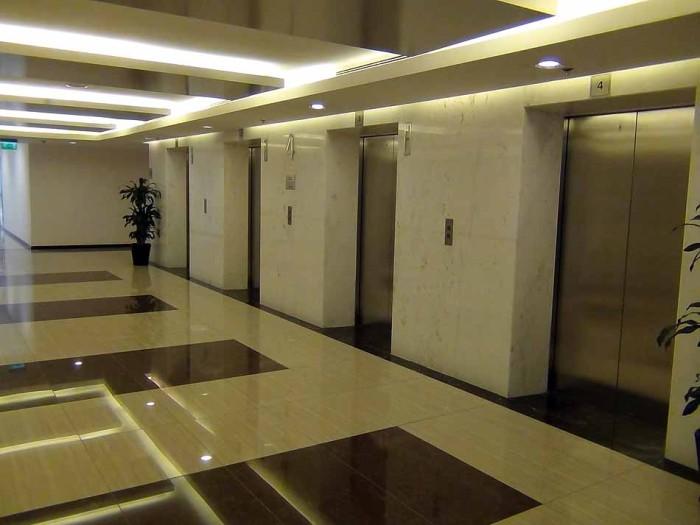 エレベーターの数は7基、充分足りていると思います