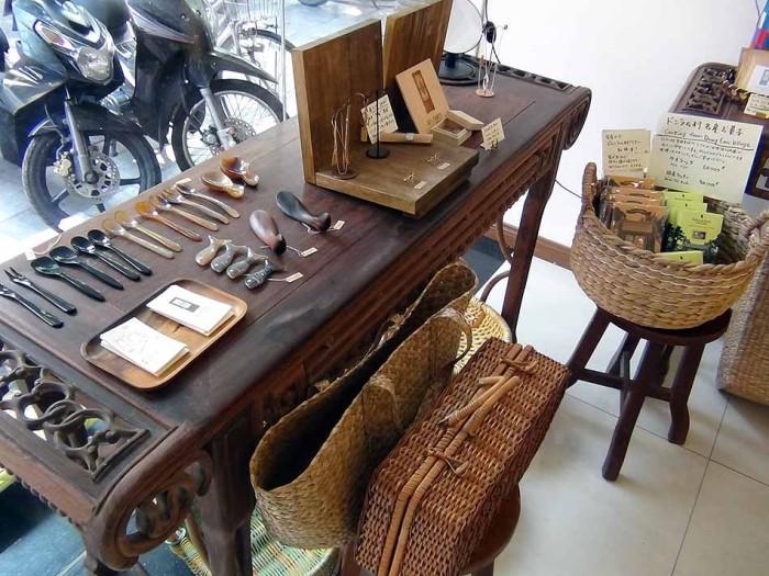 店に並べられているベトナム産の品々