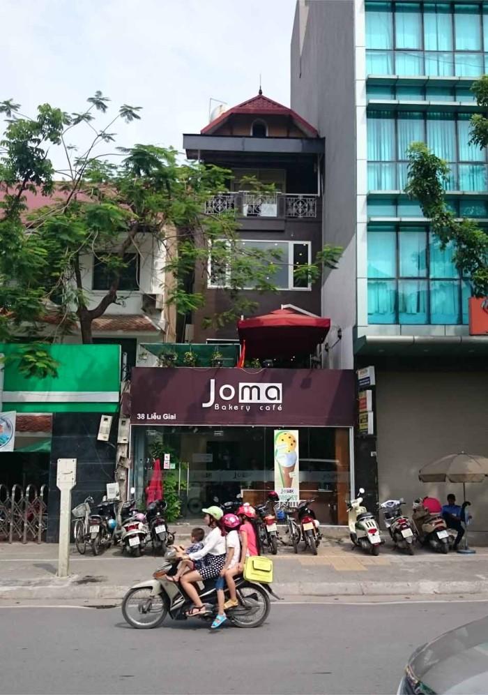 私がいつも週末使う「Joma Cafe」も完全な路面店です