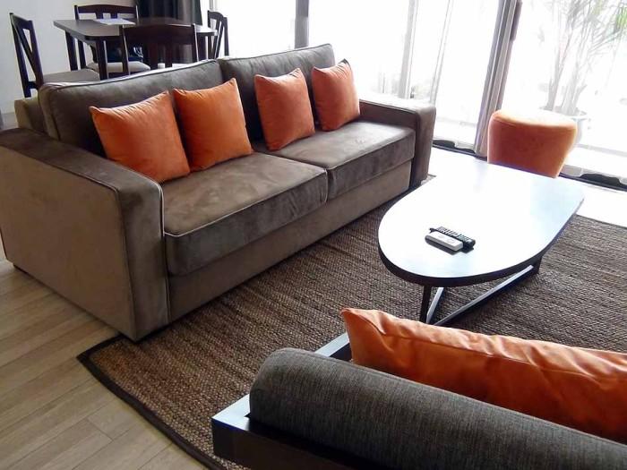座り心地の良さそうなソファーです