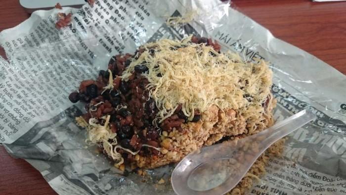 毎朝Tinhちゃんが買ってきてくれるベトナム名物餅米のxoi(ソイ)