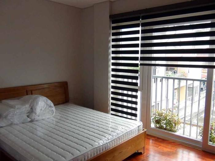 ベッドルームも大きなサッシとその光量を調整できるロールカーテンが付きます