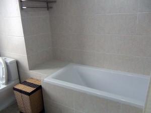 バスルームはゆったりと設計されています(902号)