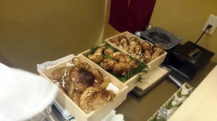 お客様からのリクエストの松茸「最高級の松茸を仕入れてくれています」