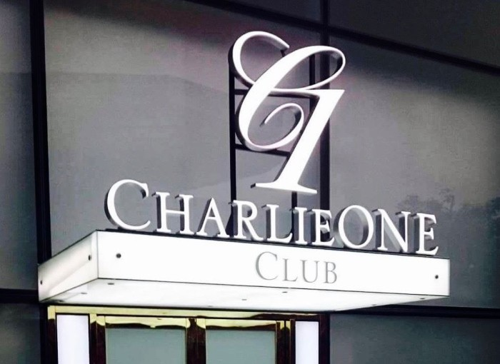 Charlieone Clubのロゴ「これが目印です」(公式facebookページより抜粋)