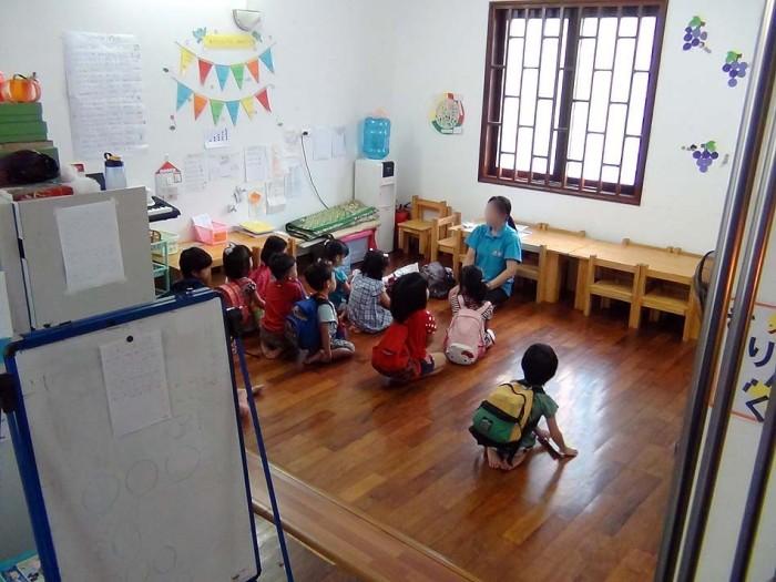 1クラスに日本人の先生とベトナム人の補助が付きます