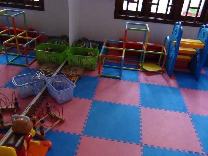 1階の広場は未就園児0歳、1歳、2歳の親子向け 〈子育て交流〉なかよし広場として無料開放!