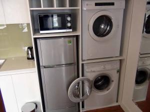 キッチン横にある乾燥機と洗濯機「セパレートが使い易いですね」
