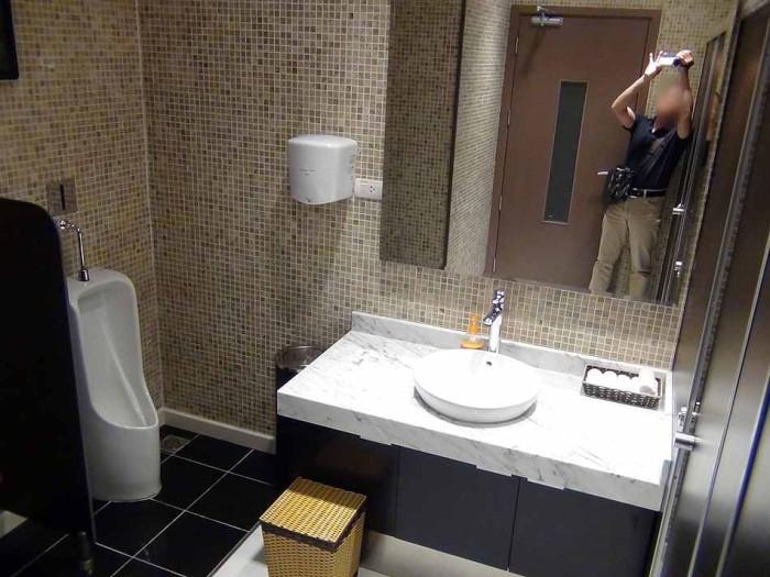 綺麗に掃き清められたお手洗い