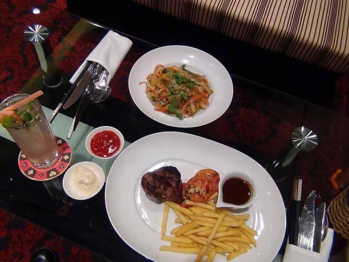 出される料理は高級ホテル仕様です