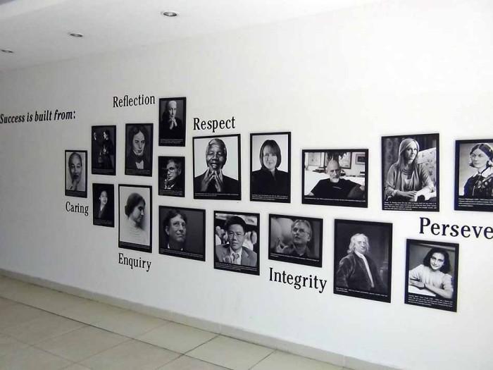 BISの校舎内に掲げている写真は全てとても印象的です