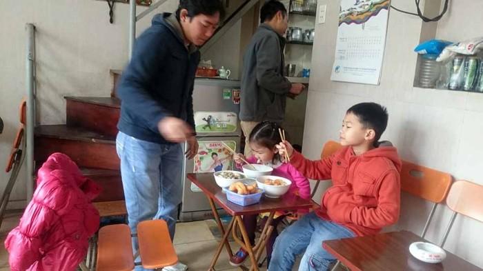 日曜日の朝はベトナム人の家族連れもたくさん足を運びます