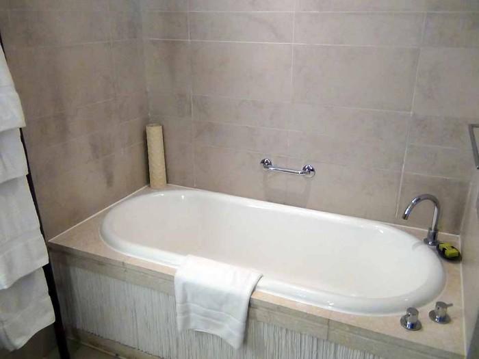 お湯はセントラルヒーティングでリミットレス「いつでも肩までゆったり熱いお湯に浸かっていただけます」