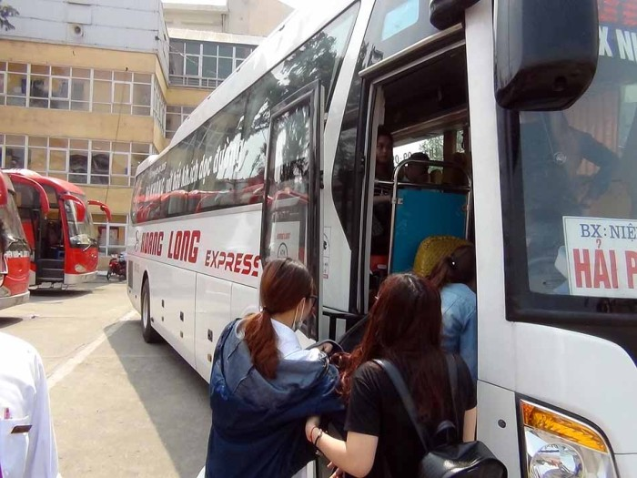 高速を走るバスは結構な大型バスでした