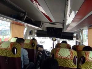 高速バスの車内風景