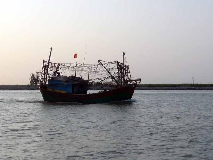 漁船がまるで海賊船のようにみえるのはなぜだろう