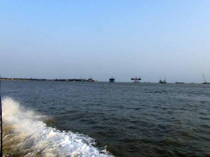 三井住友建設がベトナム企業と合弁で行う橋梁建築現場。長さは5.4km、ベトナム最大級です
