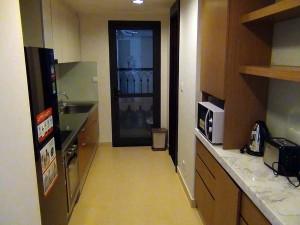 クローズタイプのキッチン「収納がしっかり」