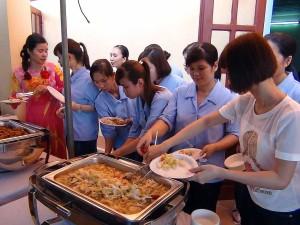 女工さんが多い職場。食べ物は大切ですね