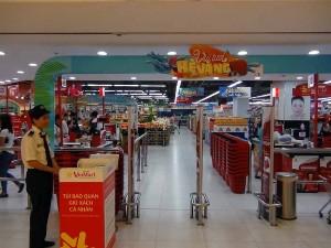 ショッピングセンターのVinMartも入っています