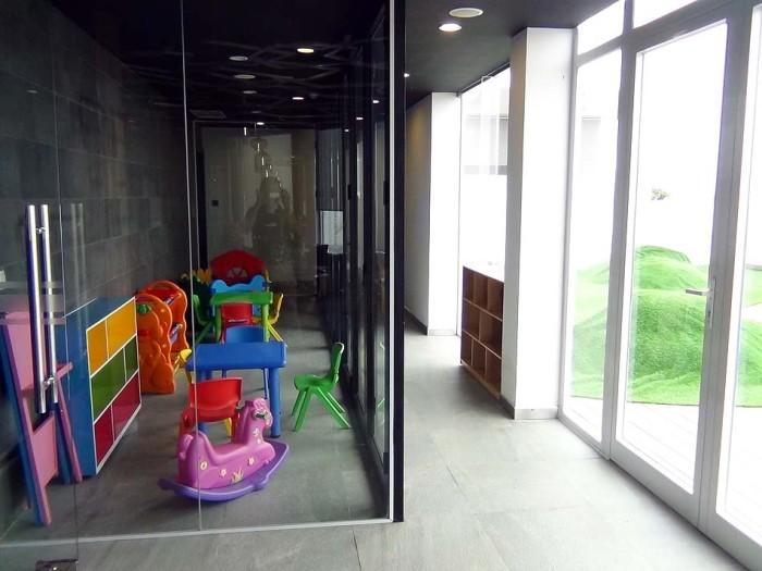 狭いながらも小さなお子様向けのキッズスペースがあります