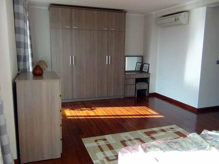 全室の家具も同じ工場生産にして色調てを合わせています