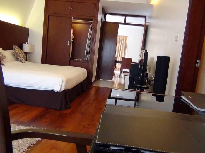ベッドルームは綺麗なフローリングで統一されています