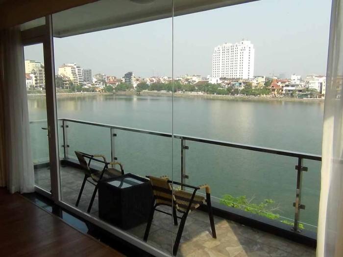タイ湖かぶりつきのレイクビューを売りにするアパートが、このエリアには数多くあります