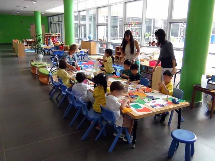 小さなお子様向け「折り紙教室」が開かれています