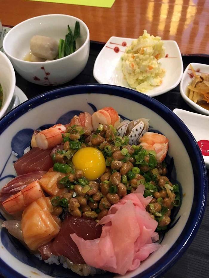 伝家の宝刀「海鮮納豆丼」、ここのが一番美味い