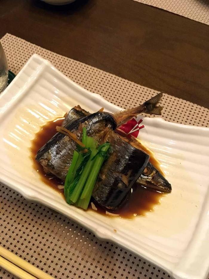 魚の煮付け、味が染みこんでいて美味しい・・・