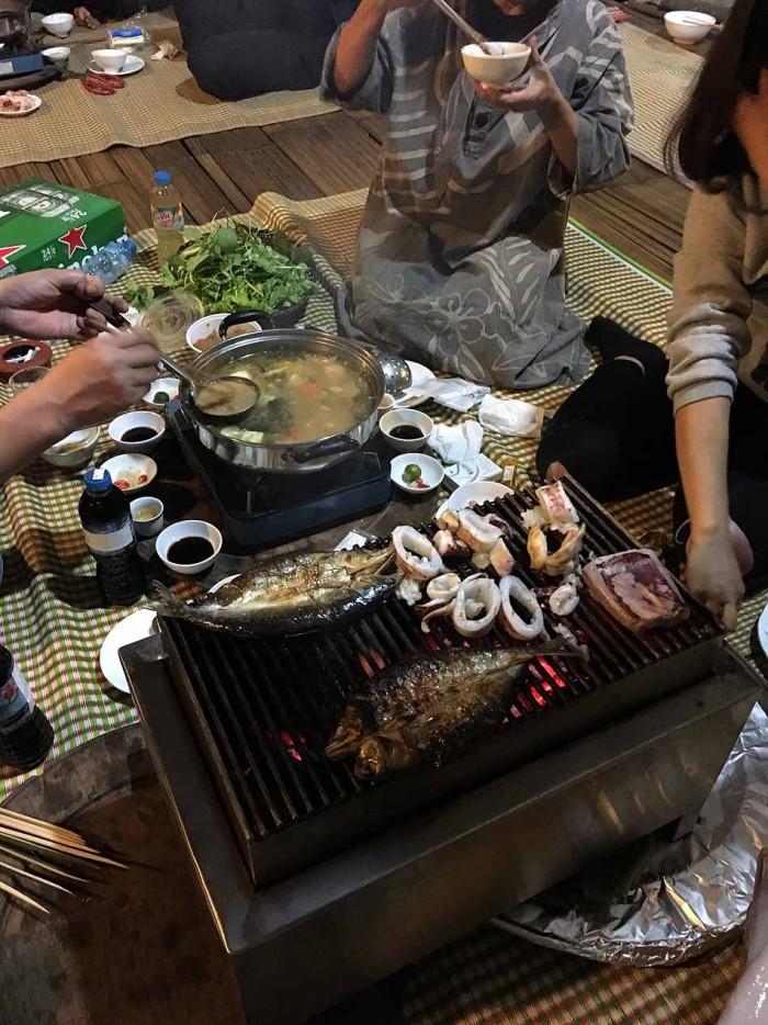 地元のお鍋に「紀伊」「寛」の新鮮魚介類も加わり、至福のお鍋が完成しました